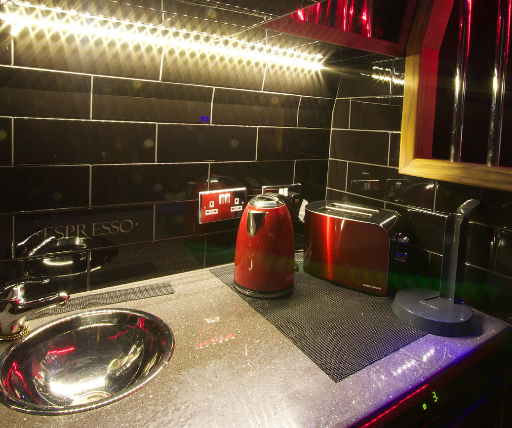 Full Kitchen Amenities